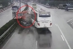 Clip: Khoảnh khắc xe khách đâm xe cứu hỏa trên cao tốc Pháp Vân - Cầu Giẽ