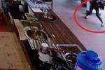 Người đàn ông Trung Quốc đâm liên tiếp nữ nhân viên trong quán cà phê