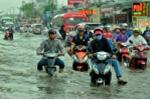 Ảnh: Triều cường dâng cao làm vỡ đê, đường phố Sài Gòn ngập sâu