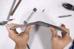 Video: iPad Pro mới bị bẻ làm đôi bằng tay gây sốc