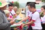 VTC News trao quà cứu trợ người dân vùng lũ Quảng Bình
