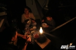 Ảnh: Dân Khánh Hòa rơi vào cảnh màn trời chiếu đất, thắp đèn dầu ngồi chờ trời sáng