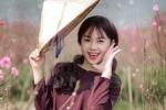Hot girl Tuyên Quang khoe sắc  bên đào Xuân