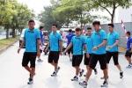 Olympic Việt Nam tập thể dục ngoài đường, đối diện với nỗi sợ hãi nhất Jakarta