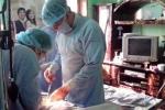 Nuốt kim lấy tủy răng, bé 3 tuổi bị đâm thủng ruột