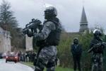 Pháp điều 88.000 sĩ quan đối phó 2 nghi phạm xả súng