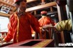 Chen lấn xông vào xin ấn đền Trần: Dân công đức nhiều tiền, ấn xin sẽ được nhiều