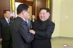 Lãnh đạo Triều Tiên Kim Jong-un tươi cười tiếp đoàn Hàn Quốc, muốn 'viết nên trang sử đoàn kết mới'