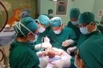 Tội nghiệp bé sơ sinh 5 ngày tuổi có khối u khổng lồ đầy tóc, lông, xương kỳ dị