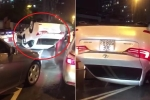 Clip: Ô tô Lexus lật ngửa, phơi bụng trên phố Hà Nội