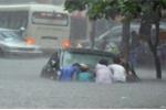 Áp thấp nhiệt đới và bão cùng hoành hành, mưa lớn trên cả nước