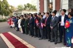 Tong Bi thu Nguyen Phu Trong gap go nhan vien dai su quan va cong dong nguoi Viet khi vua toi Nga hinh anh 6