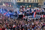 A quan World Cup 2018 Croatia tro ve giua bien nguoi va khoi phao hinh anh 13