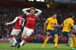 Atletico nhận 2 thẻ đỏ, Arsenal vẫn bị cầm hòa ngay trên sân nhà
