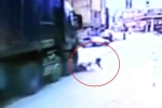 Clip: Xe tải kéo lê xe máy, người đàn ông thoát chết ngoạn mục như phim