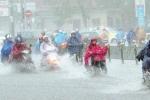 Ảnh hưởng bởi bão số 10: Hà Nội mưa lớn, gió thổi ầm ầm