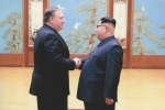 Hé lộ ảnh hiếm trong cuộc gặp giữa Giám đốc CIA và ông Kim Jong-un