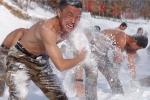 Binh sỹ Trung quốc cởi trần tắm tuyết dưới trời -20 độ C