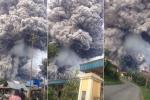 Clip: Ớn lạnh cảnh núi lửa phun cột khói đen kịt như tận thế ở Indonesia