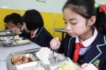 Trung Quốc đề nghị ban giám hiệu nhà trường ăn cùng học sinh
