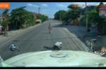 Video: Tài xế container phanh cháy đường cứu người đi xe máy