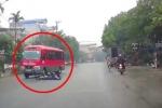 Phóng xe đạp 'với tốc độ tên lửa', nữ sinh ngã văng trước đầu xe khách suýt chết