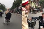 Clip chiến sỹ CSGT đạp xe đèo cụ ông bị lẫn về nhà gây sốt mạng xã hội