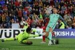 Ronaldo tỏa sáng giữ hi vọng tránh play-off cho Bồ Đào Nha