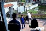 Video: Nhóm người ngang ngược lập chiến lũy trước nhà trưởng họ ở Hải Phòng