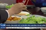 Bị nợ lương, công nhân ăn cơm 5.000 đồng chỉ rau với đậu