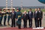 Tong Bi thu Nguyen Phu Trong gap go nhan vien dai su quan va cong dong nguoi Viet khi vua toi Nga hinh anh 2