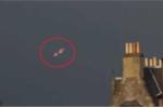 Clip: 'UFO' bí ẩn phát sáng, lơ lửng trên bầu trời Pháp