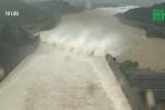 Thủy điện Hòa Bình đóng 1 cửa xả đáy, theo dõi chặt mực nước
