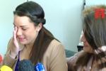 Sau 20 năm bị trao nhầm bố mẹ, 2 cô gái quyết định bất ngờ