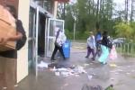 Video: Nạn hôi của hoành hành sau siêu bão Florence ở Mỹ