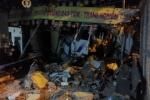 Xe tải tông sập tường ngôi chùa ở TP.HCM