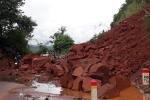 Sạt lở taluy, quốc lộ 6 qua Sơn La ùn tắc nghiêm trọng