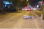 Lái xe máy vào làn ô tô, người đàn ông bị container cán chết