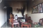 Đập tường giải cứu 3 mẹ con trong ngôi nhà bốc cháy ở Gia Lai