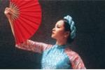 Nữ sinh xinh đẹp Học viện Phụ nữ Việt Nam trổ tài múa điêu luyện