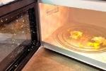 Luộc trứng bằng lò vi sóng, nguy cơ mù mắt vĩnh viễn