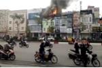 Khói lửa bốc lên nghi ngút tại căn nhà 4 tầng trên phố Thủ đô