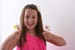 Cô bé 13 tuổi trở thành triệu phú USD nhờ bán kẹo