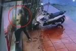 Clip: Cầm búa đập kính cướp tiệm vàng trong 3 giây ở Quảng Nam