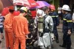 Cháy lớn shop quần áo trên phố Núi Trúc, nam thanh niên mắc kẹt được kịp thời cứu thoát