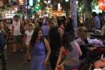 Cướp vỉa hè ở phố 'Tây' Bùi Viện: 'Dẹp không được, không dẹp cũng không xong'