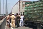 Xe tải tông container trên cao tốc TP.HCM - Long Thành - Dầu Giây, dân phá cửa cứu người thương vong