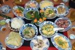 Bữa ăn ngày Tết thừa thịt, thiếu rau, nhiều đồ ngọt: Dễ mắc thêm bệnh