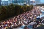 Video: Người Sài Gòn nhích từng mét, ngột ngạt trên mọi ngả đường những ngày cận Tết
