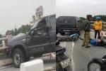 Ô tô biển xanh đâm vào dải phân cách trước khi tông 2 xe máy trên cầu Thanh Trì, Hà Nội